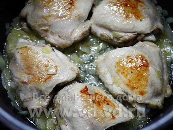 курица обжаренная в мультиварке с луком