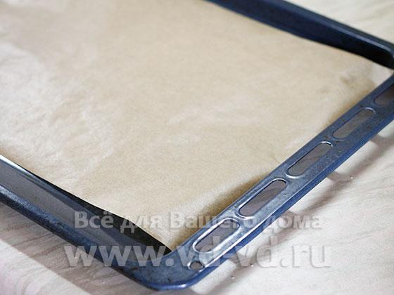 Противень с кулинарной бумагой