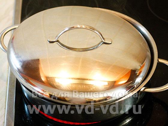 Сковорода прикрытая крышкой