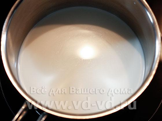 молоко в кастрюле для овсяной каши