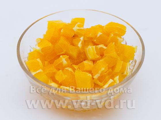 Апельсин нарезан кубиками
