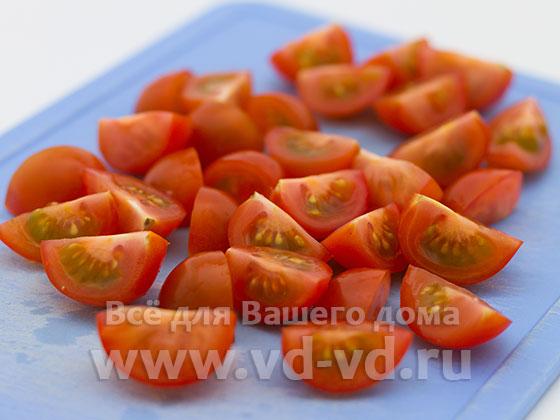 помидоры разрезанные на четыре части